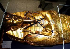 03212009 tutankhamun 02 300x208 Οι 13 πιο γνωστότερες κατάρες του κόσμου!
