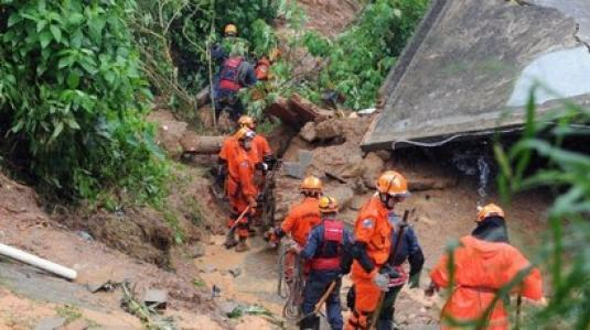 123048 afp130319075017 460x230 Φονικές πλημμύρες και κατολισθήσεις στην Πολιτεία του Ρίο