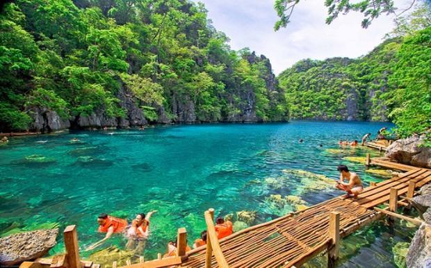 Kayangan12 Αυτή είναι η πραγματική «Γαλάζια Λίμνη»