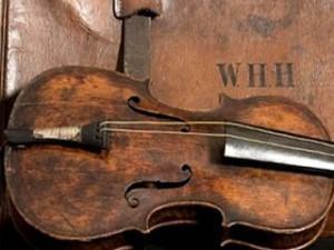 a10 300x225 Βρέθηκε το βιολί του μαέστρου του Τιτανικού