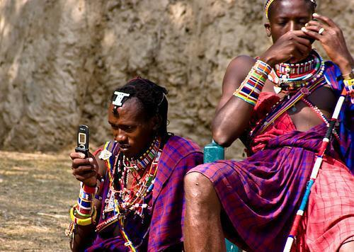 diaforetiko.gr : africa mobile Περισσότεροι άνθρωποι έχουν κινητό παρά τουαλέτα!