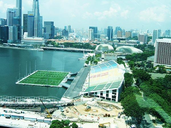 diaforetiko.gr : marinabay41 Κατασκεύασαν γήπεδο ποδοσφαίρου μέσα στη θάλασσα!
