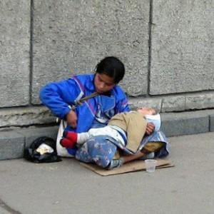 050313112344 4252 300x300 Συγκλονιστικό:Έχετε αναρωτηθεί για ποιο λόγο τα παιδιά που κρατούν οι ζητιάνες κοιμούνται συνεχώς;