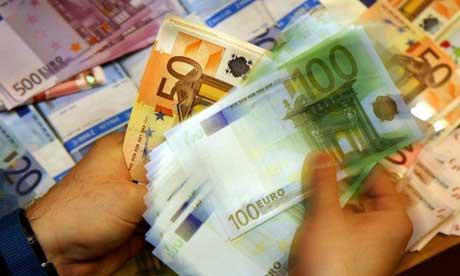euro toby melville pa4 Το κλειδί για την ευτυχία δεν είναι τα χρήματα αλλά οι σχέσεις μας με τους άλλους