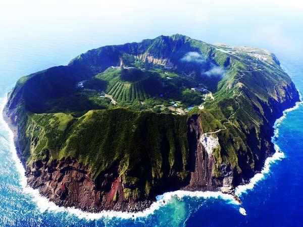 diaforetiko.gr : Aogashima11 Δείτε ένα πραγματικά παράξενο μέρος να ζεις!