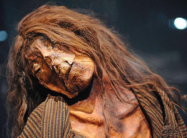 diaforetiko.gr : mumii mira 12 1 Περού: Ανακαλύφθηκε τάφος γεμάτος μουμιοποιημένες γυναίκες!