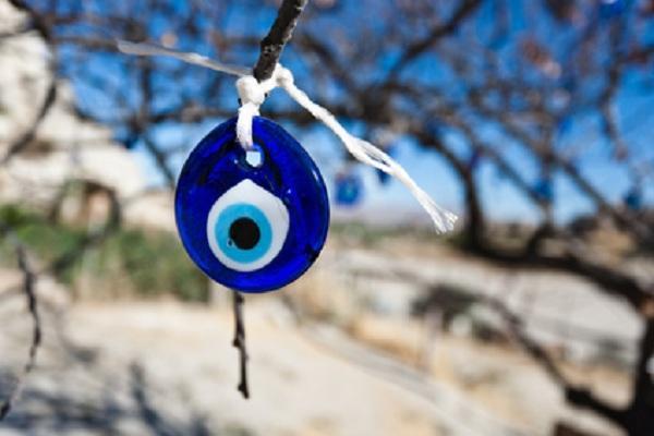 diaforetiko.gr : vaskania teaser Συμπτώματα και θεραπεία από το κακό μάτι!