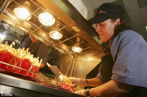 diaforetiko.gr : mac 600x396 Εργαζόμενοι σε Fast Food αποκαλύπτουν τι δεν θα έτρωγαν ποτέ από το μενού!
