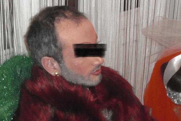 diaforetiko.gr : 1232 Aρχιμανδρίτης της Πελοποννήσου ποζάρει με γούνα, στρας και μάσκαρα ;;;;