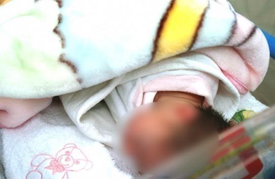 diaforetiko.gr : 6353 543 355 Οικογενειακό δράμα στην Πάτρα! Γέννησε το 6ο της παιδί και αρνείται να το δει!
