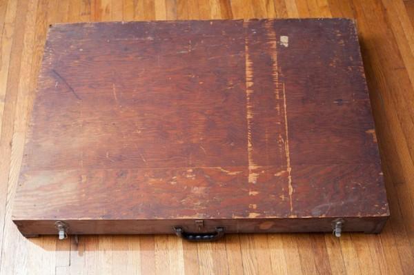 diaforetiko.gr : Ik3yGs8h 600x399 Ένα κουτί που βρέθηκε στα σκουπίδια με απόκοσμες σημειώσεις! Δείτε πολύ παράξενα σκίτσα...