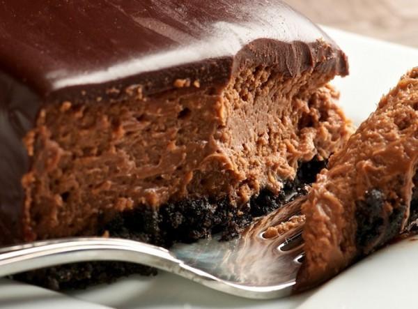 diaforetiko.gr : diaforetiko.gr cheesecake sokolata 600x443 Συνταγή για το πιο εύκολο και γρήγορο cheese cake σοκολάτας!