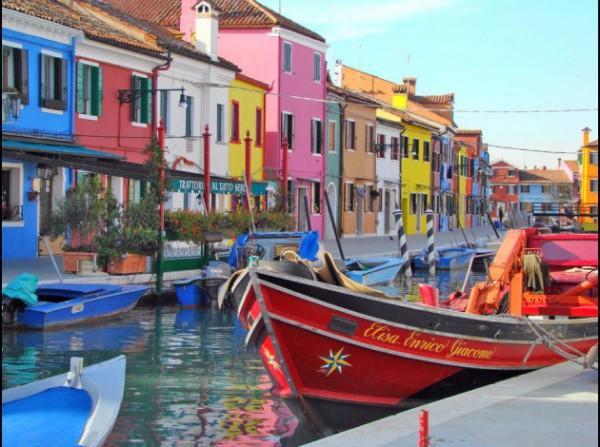 diaforetiko.gr : venise 06 600x447 ΜΠΟΥΡΑΝΟ: Μια πόλη σαν... πίνακας ζωγραφικής!