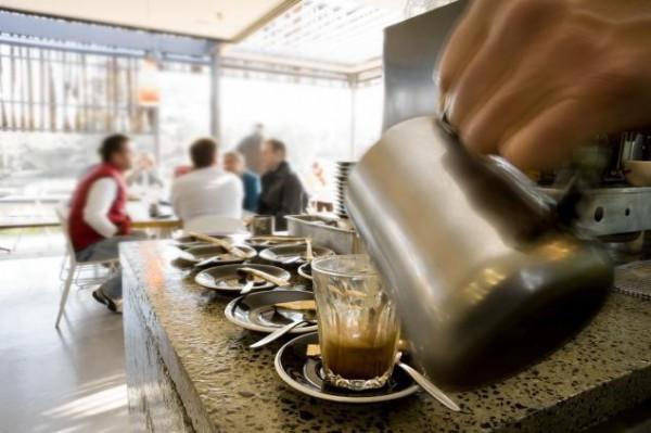 diaforetiko.gr : 153479764 600x399 Είσαι αγενής;;; Θα πληρώνεις τον καφέ σου πιο ΑΚΡΙΒΑ.... Που συμβαίνει αυτό;;; (φωτο)