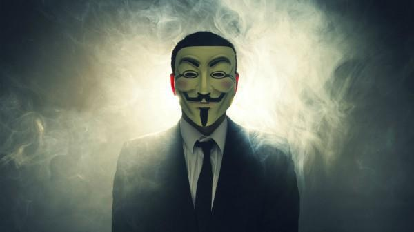 diaforetiko.gr : Anonymous hacking 600x337 Οι Anonymous τάσσονται στο πλευρό των Ελλήνων και αποδοκιμάζουν τους Σκοπιανούς για το όνομα Μακεδονία (βίντεο)