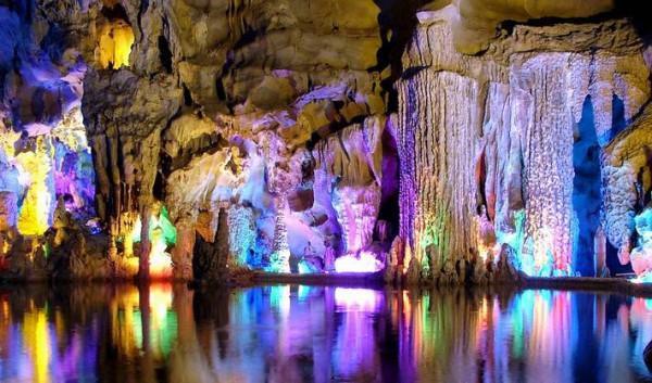 diaforetiko.gr : Reed Flute 2 600x353 ΜΟΝΑΔΙΚΟ ΘΕΑΜΑ: Οι ωραιότερες σπηλιές στον κόσμο!