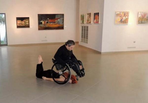 diaforetiko.gr : diaforetiko.gr anapiros xoros 600x419 Συγκλονιστικός χορός από έναν ανάπηρο στη Ρόδο! Καθήλωσε το κοινό με τις εκπληκτικές του ικανότητες!! (βίντεο)