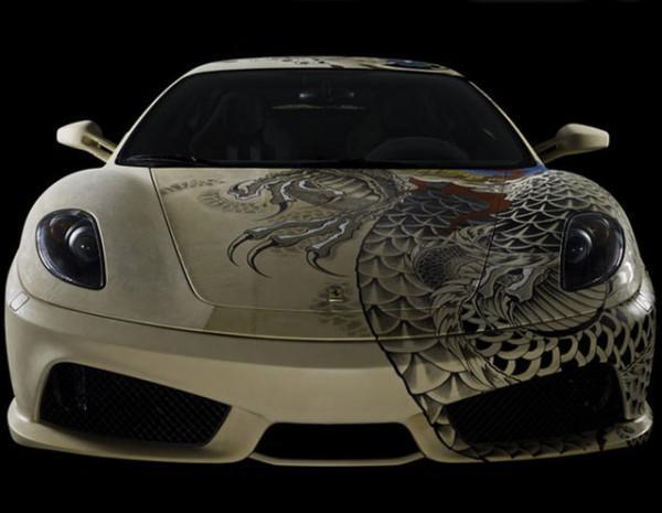diaforetiko.gr :  Μια εντυπωσιακή Ferrari εξολοκλήρου καλυμμένη με… τατουάζ!