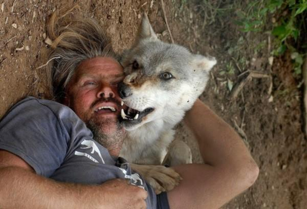 diaforetiko.gr : real life wolf man 750x511 600x408 Ένας πραγματικός λυκάνθρωπος!! (βίντεο)