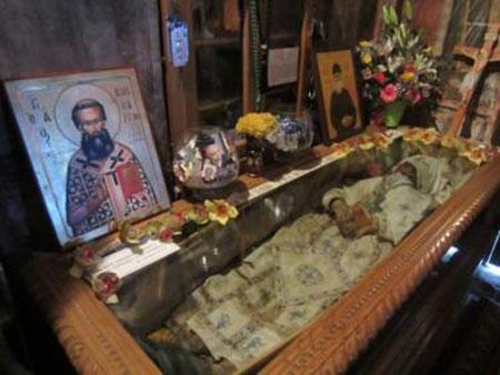 Το άφθαρτο σκήνωμα του θαυματουργού οσίου Βησσαρίωνα μετά από 8 χρόνια! (βίντεο)