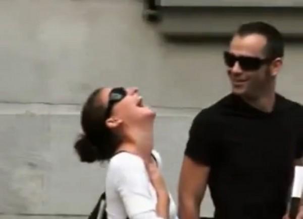 diaforetiko.gr : diaforetiko.gr 4 600x433 ΞΕΚΑΡΔΙΣΤΙΚΟ:  Δείτε την ΦΑΡΣΑ που κάνει ένας Ελληνας στο δρόμο! (βίντεο)