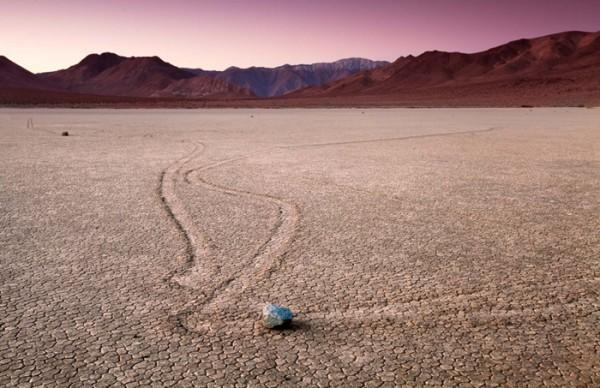 diaforetiko.gr : 20110101 GK DeathValley 0153 alternate 1024x662 600x388 Στην κοιλάδα του Death Valley, οι βράχοι κινούνται από μόνοι τους!