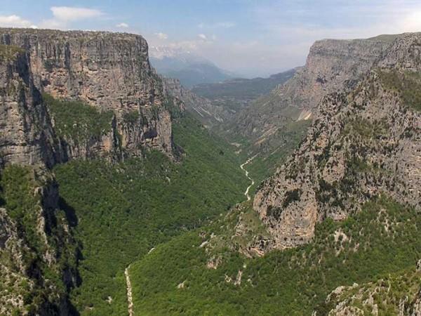 diaforetiko.gr : 2013 mar vikos 600x450 Το φαράγγι του Βίκου στην Ήπειρο   Tο αποκαλούν και το Γκραντ Κάνιον της Ελλάδας