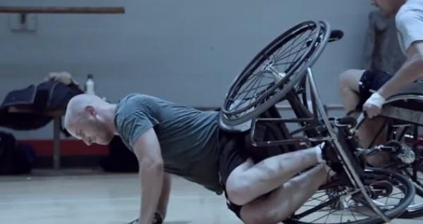 diaforetiko.gr : Guinness Wheelchair basketball 600x318 ΕΚΠΛΗΚΤΙΚΟ:  Η αληθινή αξία της φιλίας (βίντεο)