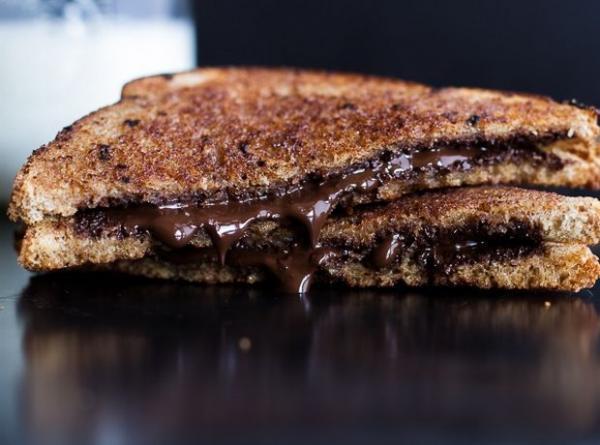 Τοστ με σοκολάτα και κανέλα έτοιμο σε 5 λεπτά