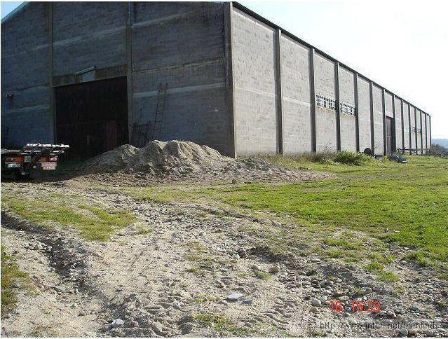 Warehouse 1 Ένας φωτογράφος βρέθηκε μπροστά σε αυτή την αποθήκη...Αυτό που βρήκε μέσα, δεν το περίμενε ποτέ!
