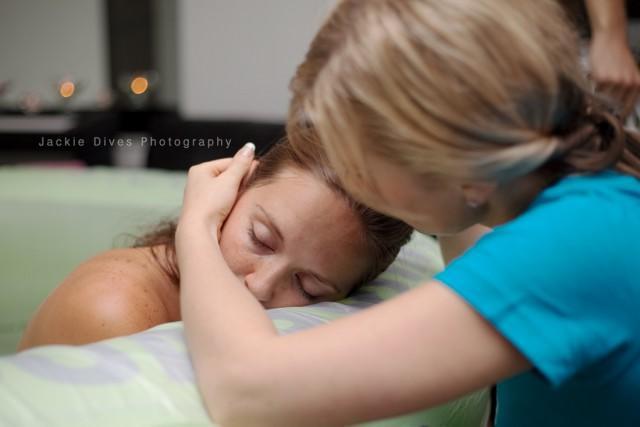 diaforetiko.gr : 577010 doula9 Γεννώντας στην αγκαλιά του άντρα της! 22 υπέροχες φωτογραφίες από την κορυφαία στιγμή της ζωής μιας γυναίκας