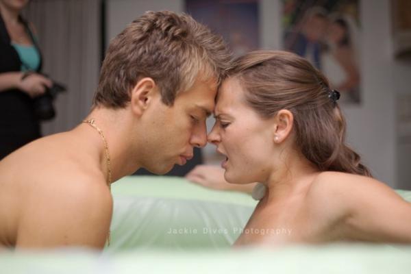 diaforetiko.gr : 577012 doula11 600x400 Γεννώντας στην αγκαλιά του άντρα της! 22 υπέροχες φωτογραφίες από την κορυφαία στιγμή της ζωής μιας γυναίκας
