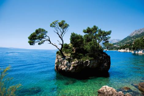 diaforetiko.gr : brela 1 Το άγνωστο ψαροχώρι της Μεσογείου που ζαλίζει με την σπάνια ομορφιά του