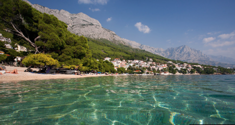 diaforetiko.gr : brela 7 Το άγνωστο ψαροχώρι της Μεσογείου που ζαλίζει με την σπάνια ομορφιά του