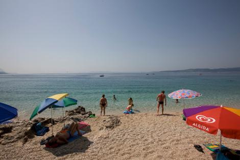 diaforetiko.gr : brela 8 Το άγνωστο ψαροχώρι της Μεσογείου που ζαλίζει με την σπάνια ομορφιά του