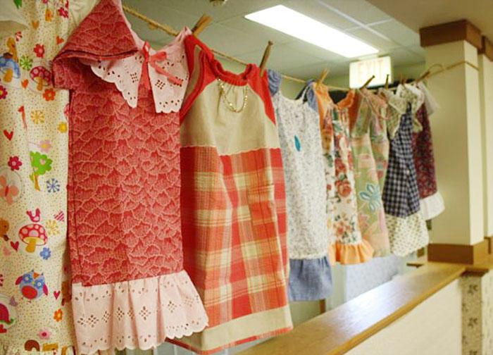 diaforetiko.gr : dresses for needy children lillian weber 1 Μια σύγχρονη καλή Σαμαρείτισσα ετών 99: Η ηλικιωμένη που ράβει φουστάνια για φτωχά παιδιά…