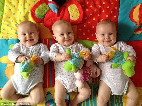 diaforetiko.gr : triplets 470 2 Μαντέψτε τι έκαναν οι γονείς στις ΤΡΙΔΥΜΕΣ κόρες τους για ΝΑ ΤΙΣ ΞΕΧΩΡΙΖΟΥΝ !!!