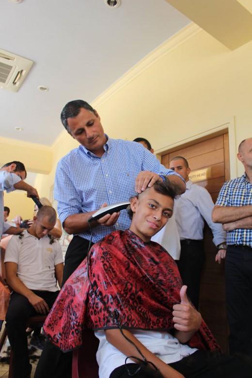 ΚΥΠΡΟΣ: Μαθητές ενός ολόκληρου σχολείου ξυρίζουν τα κεφάλια για συμπαράσταση σε άρρωστο συμμαθητή τους