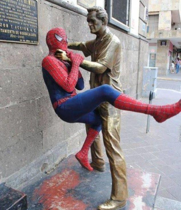 diaforetiko.gr : desktop 1410343817 Ανώριμοι άνθρωποι αλληλεπιδρούν με αγάλματα σε δημόσιους χώρους!