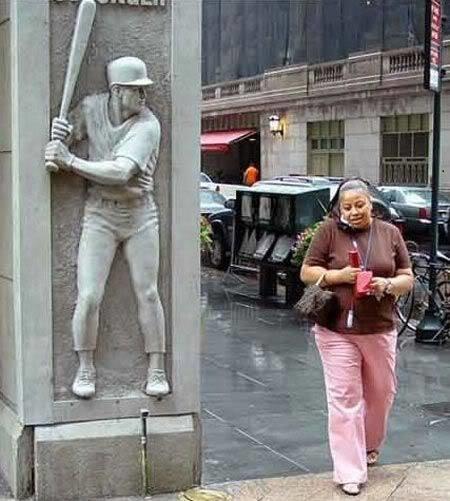 diaforetiko.gr : desktop 1410343819 Ανώριμοι άνθρωποι αλληλεπιδρούν με αγάλματα σε δημόσιους χώρους!