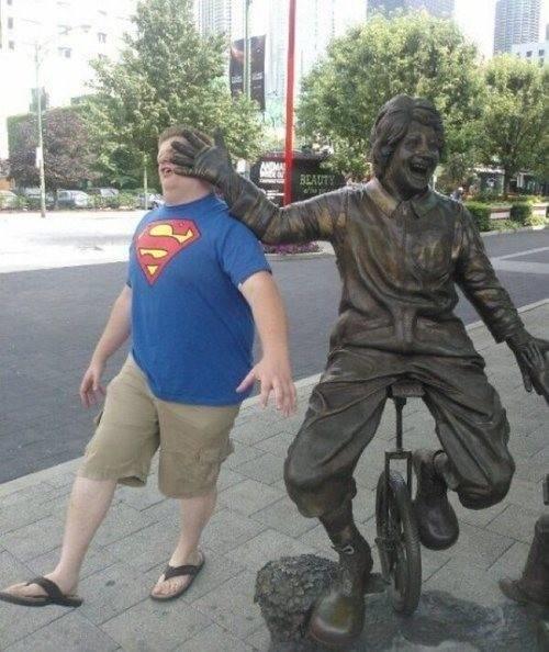 diaforetiko.gr : desktop 1410343822 Ανώριμοι άνθρωποι αλληλεπιδρούν με αγάλματα σε δημόσιους χώρους!