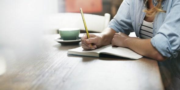diaforetiko.gr : o WOMAN WRITING facebook Πώς να ξεπεράσετε έναν χωρισμό