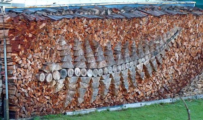 diaforetiko.gr : wood pile art 3 Σωροί από καυσόξυλα μετατρέπονται σε.. έργα τέχνης! Όταν η δημιουργικότητα παντρεύεται με την έμπνευση…