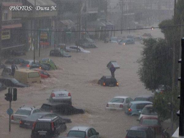 Θηβών και Πελασγίας24.10.2014 600x450 Το φωτορεπορτάζ των πολιτών και η οργή για τις πλημμύρες: «Η Αθήνα βούλιαξε...»