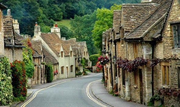 27176 castlecomb1 1 Πέρα από το Λονδίνο: Αυτά είναι τα τρια πιο παραμυθένια χωριά της Αγγλικής επαρχίας!