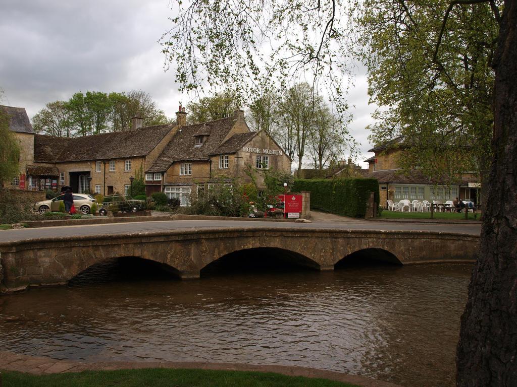 4569136310 87e34923fc b Πέρα από το Λονδίνο: Αυτά είναι τα τρια πιο παραμυθένια χωριά της Αγγλικής επαρχίας!