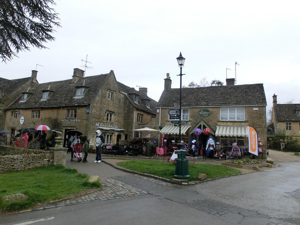 6910794086 d89f7290a9 b Πέρα από το Λονδίνο: Αυτά είναι τα τρια πιο παραμυθένια χωριά της Αγγλικής επαρχίας!