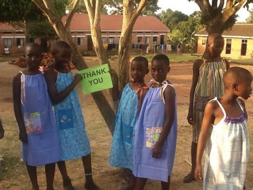 diaforetiko.gr : 711953 DressesForAfrica5 H 99χρονη που κάθε μέρα ράβει ένα φόρεμα για κάποιο φτωχό κορίτσι στην Αφρική