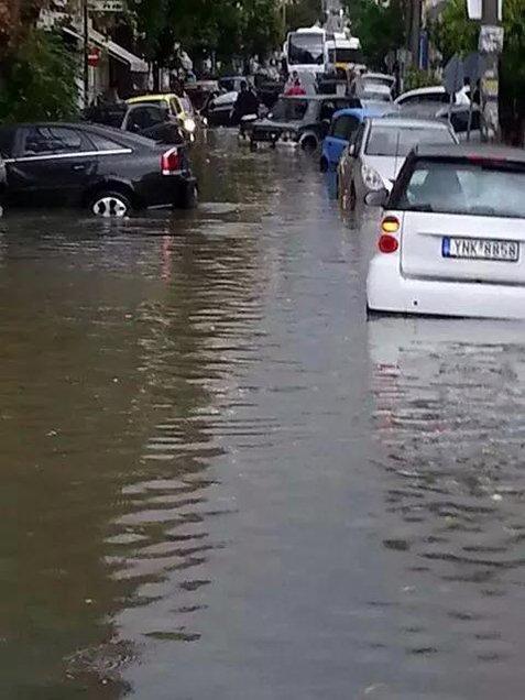 79638 178140 Το φωτορεπορτάζ των πολιτών και η οργή για τις πλημμύρες: «Η Αθήνα βούλιαξε...»
