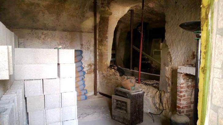 tilestwra.gr : chez8 Πήραν ένα μικρό δάνειο και έφτιαξαν το σπίτι των ονείρων τους μέσα σε μια σπηλιά!
